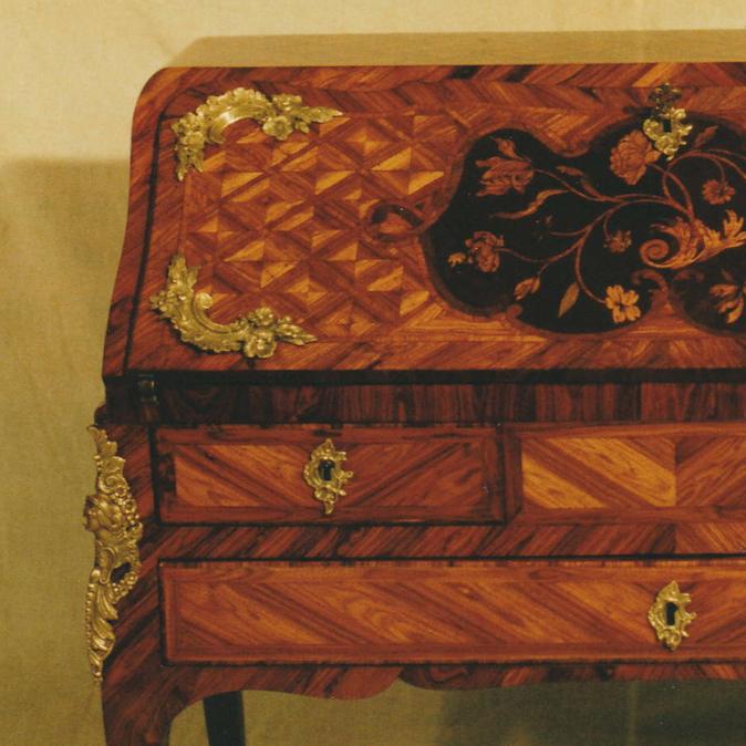 Psací kabinet sodklopnou deskou 1750 – 1780