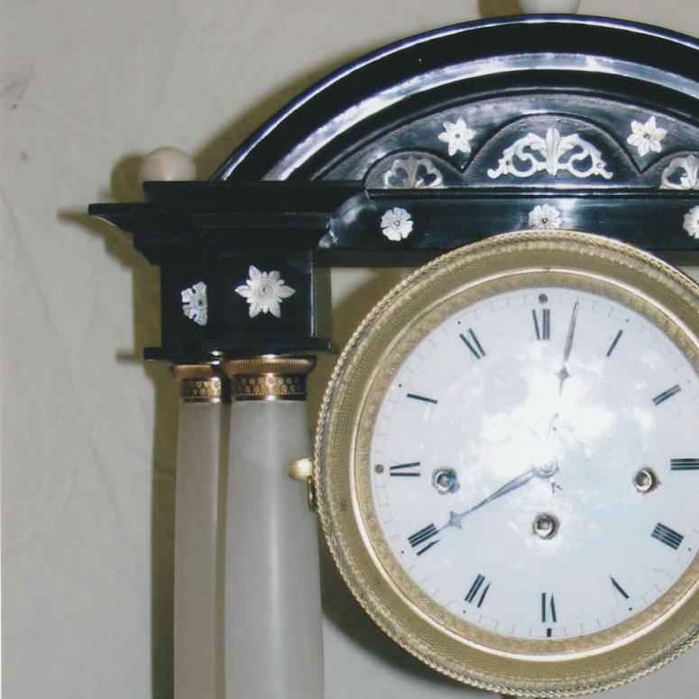 Stolní sloupkové hodiny – zámek Jemniště 1860 – 1880